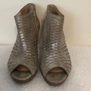 Paul green size 9 1/2 silver metallic bootie EUC